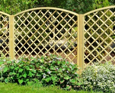 Fence Panel 638 - Planed Timber, 110x110mm Trellis, 2x2 Frame